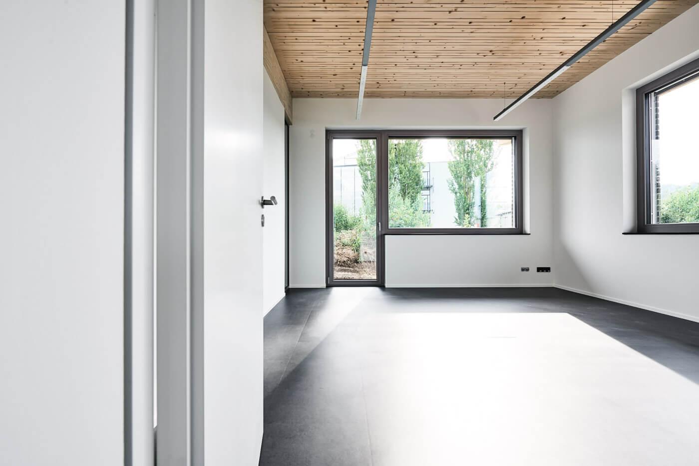 Büro mit Terrassenzugang