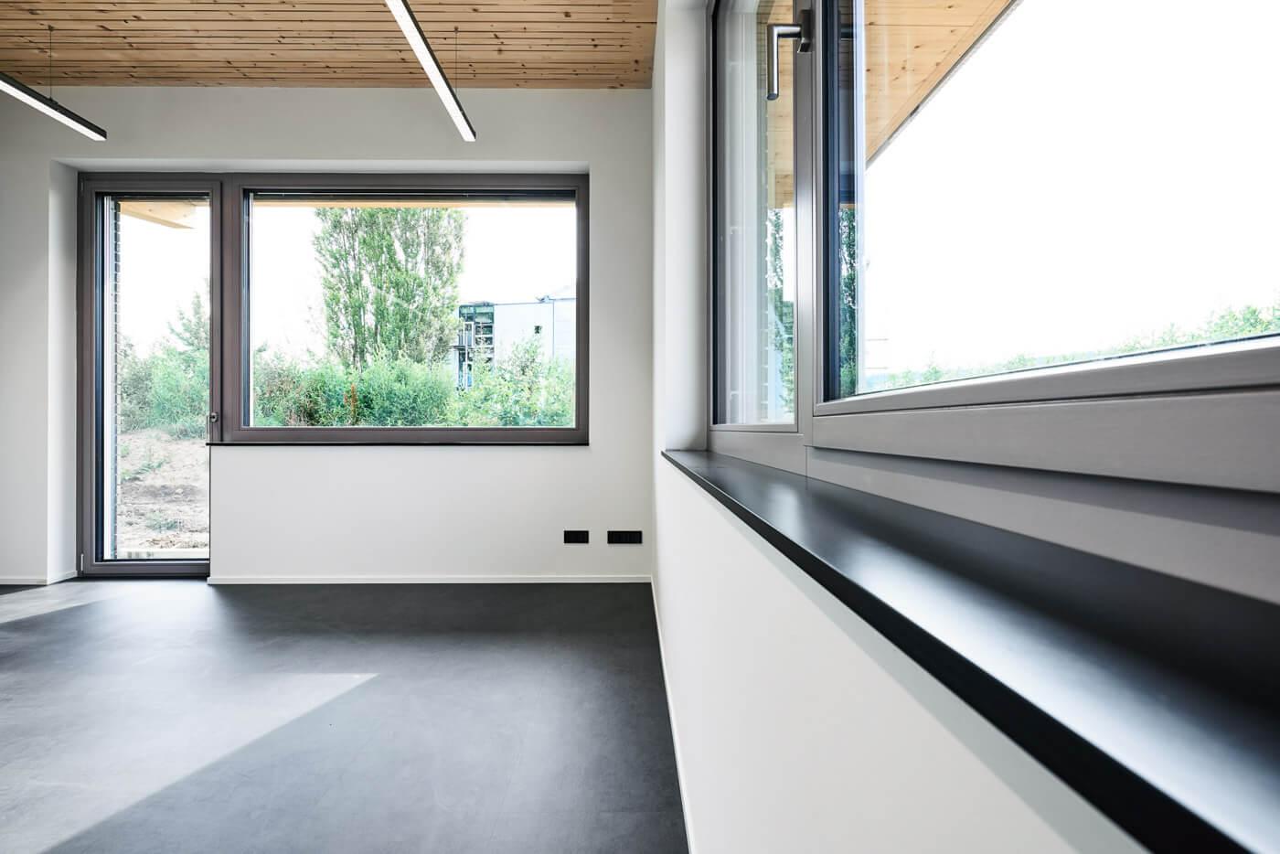 Fenster und Fensterbank